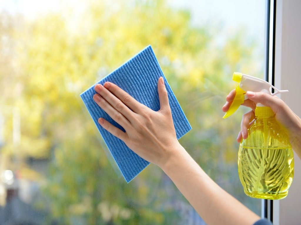 Cleaning-windows-with-a-cloth-and-spray.jpg