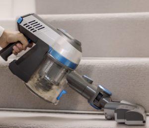 Cordless vacuum converts to handheld