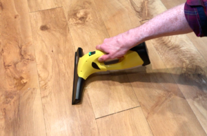 Karcher WV2 Plus_Floor spill cleaning