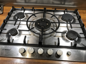 Cleaning a stainless steel hob